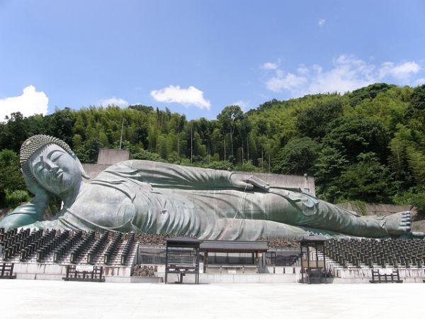 福岡県のパワースポット6 世界最大級の巨大涅槃像に圧倒、篠栗・南蔵院