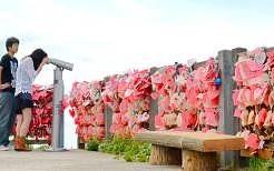新潟の「恋人岬 」二人の恋に鍵をかけましょう