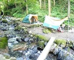 ④都会の喧騒を忘れさせてくれる森!白岩渓流園キャンプ場
