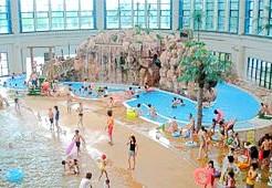 大阪のプール6. 遅くまで営業!鶴見緑地プール