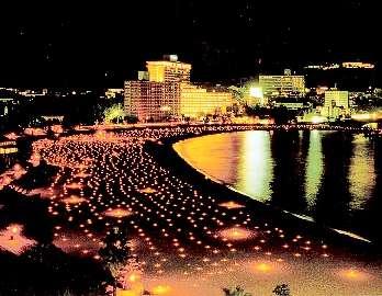 ⑨幻想的な雰囲気がビーチを包む 「南紀白浜温泉 キャンドルイルミネーション」