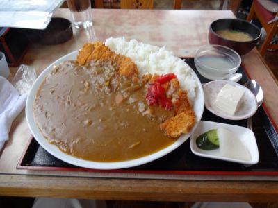 茨城県のデカ盛り⑥サイクリストのスタミナ源!しをみ食堂『デカ盛りカツカレー』