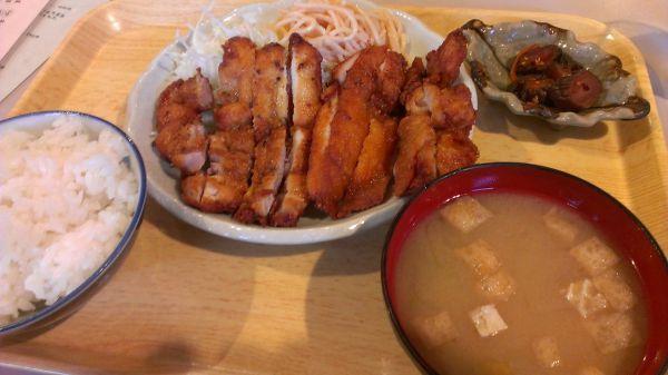 埼玉県のデカ盛り⑥三丁目 にしや食堂「鶏もも肉のカリカリ焼き定食」:学生街にあるコスパ最強店