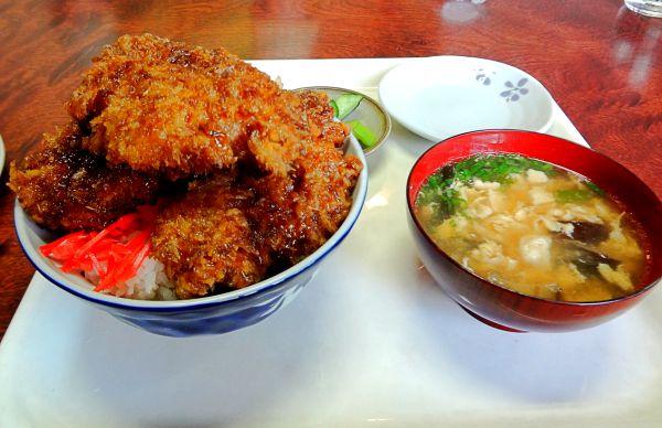 埼玉県のデカ盛り⑦いのしし料理・手打ちうどん アライ「ソースカツ丼大盛」:分厚い絶品カツが3枚も!