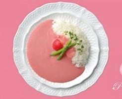 鳥取県のお土産2. 見た目にびっくり!ピンクカレー
