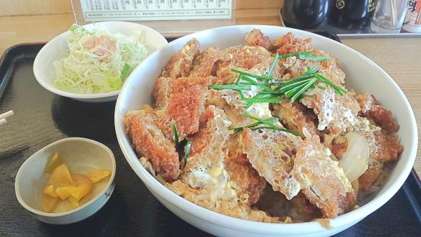 札幌のデカ盛り④丼にギュウギュウなてんこ盛り「定食屋六宝亭」