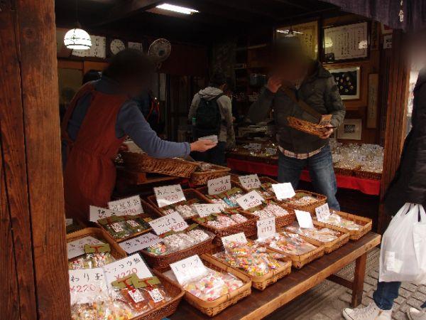 川越の菓子屋横丁⑤小中学生たちも見学に来る玉力製菓の飴作り