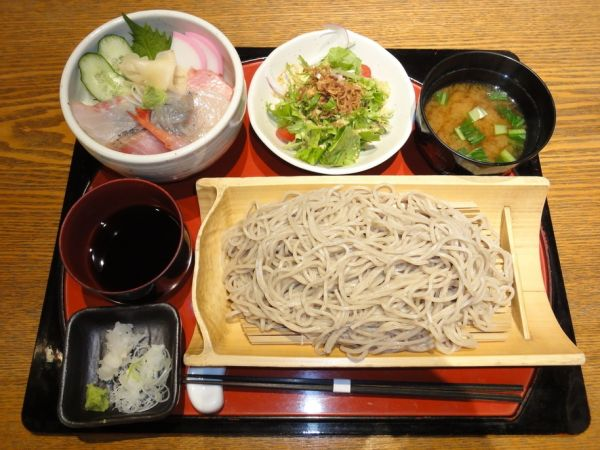 川越そばランキング①蕎麦も丼もお得に食べたい人にお勧め!「炭焼 基」
