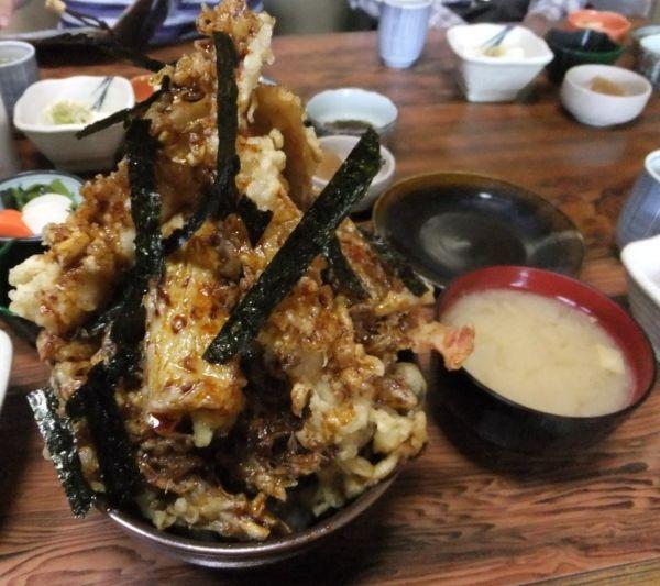 山梨県大盛りデカ盛りグルメ⑨山盛り海鮮メニュー「加賀本店」天丼