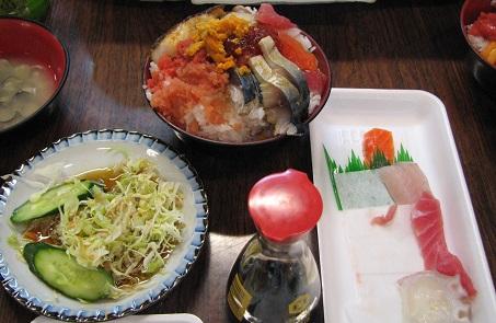 青森県のっけ丼&海鮮丼ランキング②海で採れたての魚をすぐに!魚菜小売市場