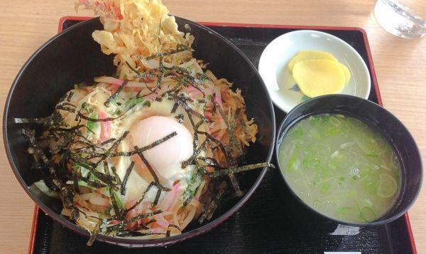神奈川県超大盛りデカ盛りグルメ②天ぷらなど丼メニューが人気!箱根・極楽茶屋