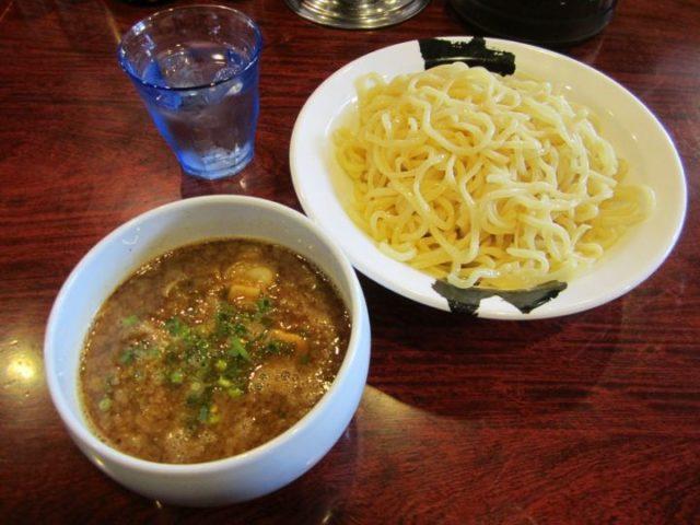 札幌場外市場グルメランキング⑦魚の一番ウマいとこをつけ麺に「あらとん 本店」