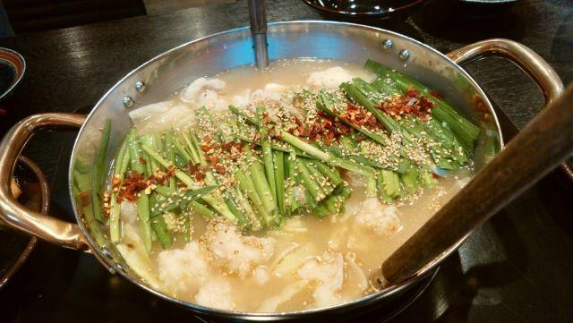 大阪もつ鍋ランキング③にんにくと濃厚なスープでスタミナを!牛もつ鍋専門 やま本