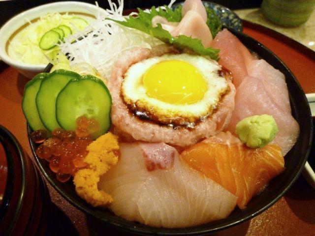 名古屋の超大盛りデカ盛りグルメ⑨ランチタイムは赤だしも付く「五郎鮨 すたみな丼」