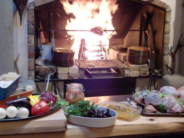 軽井沢フレンチ店ランキング⑨調理用暖炉の料理が楽しめる「ピレネー」