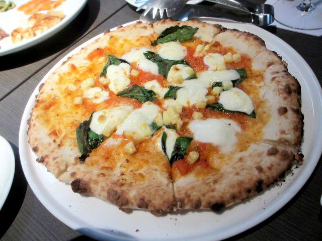 軽井沢ピザ店ランキング⑧燻製チーズを使用した「煙事」