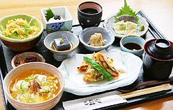 京都湯葉料理ランキング⑤錦市場でカジュアルに!ゆばんざい こ豆や