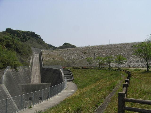 福岡県最強危険心霊スポット②自殺防止ホットラインの番号を掲載「牛頸ダム」