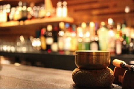 京都夜の観光スポットランキング⑧ありがたいお話をアテに一杯【坊主バー】
