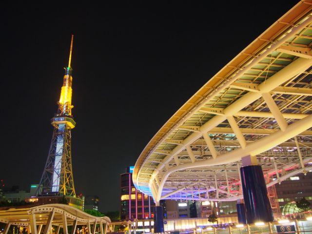 愛知県デートスポットランキング①水の宇宙船と緑の大地に触れる、憩の空間「オアシス21」