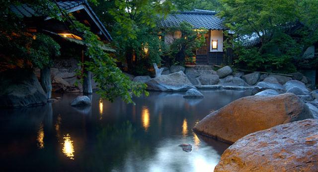 熊本県日帰り温泉ランキング②湯に浸ればまるで川の中にいるような心地よさ「山みず木」