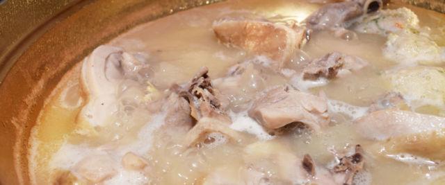 熊本県鍋料理ランキング③歌舞伎役者も絶賛する?!水炊き日本一!山鹿市の「与し吉」