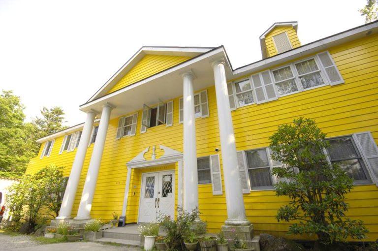 栃木県那須ペンションランキング①パディトンベアのような黄色いペンション「カントリーハウス パディントン」