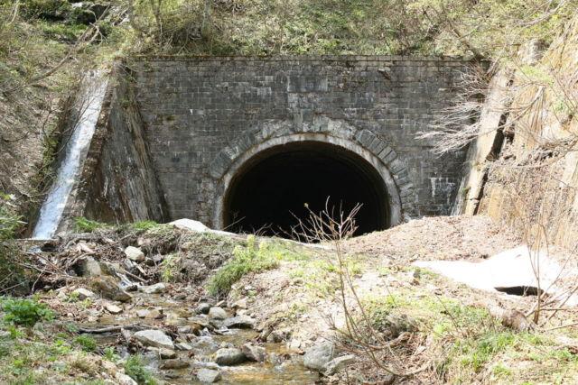 栗子隧道の福島側坑口